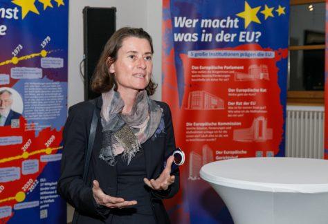 Martina Büchel-Germann redet bei der EU-Ausstellung.
