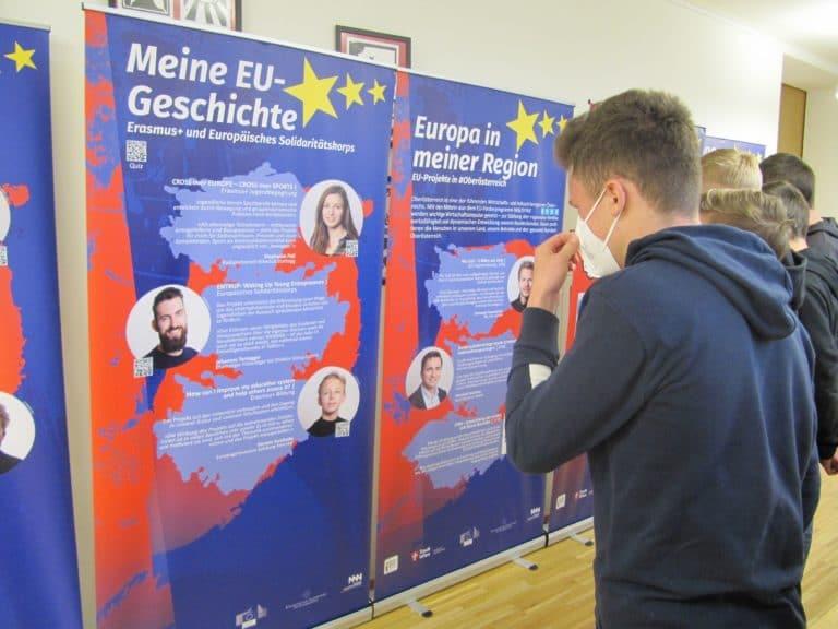 """Read more about the article Wanderausstellung """"25 Jahre Österreich in der EU – Wachsen in Europa"""" an der NMS Königswiesen"""